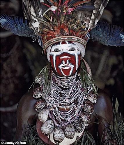 Ông đã đi qua 5 châu lục, tiếp xúc với 35 bộ lạc thiểu số khác nhau và ghi lại được những tấm hình quý giá