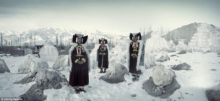 Những người thuộc bộ lạc Ladakh, sống ở vùng núi cực cao giữa dãy Himalaya và Karakoram