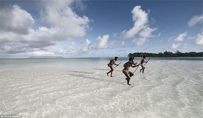 Người Ni-Vanuatu có khả năng săn bắn cá rất tài tình