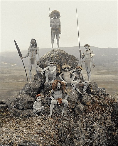 Những người dân thuộc bộ lạc Dani và Yali, sinh sống trên đảo Papua, Indonesia