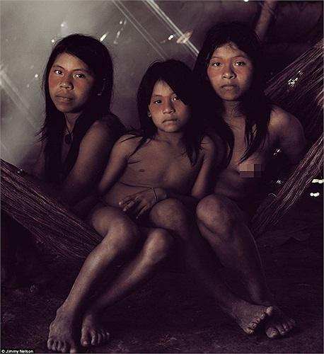 Huaorani, bộ lạc cực hùng mạnh của rừng Amazon Nam Mỹ nhưng giờ đây cũng đang gặp khó khăn trước nạn phá rừng và khai thác dầu mỏ tràn lan