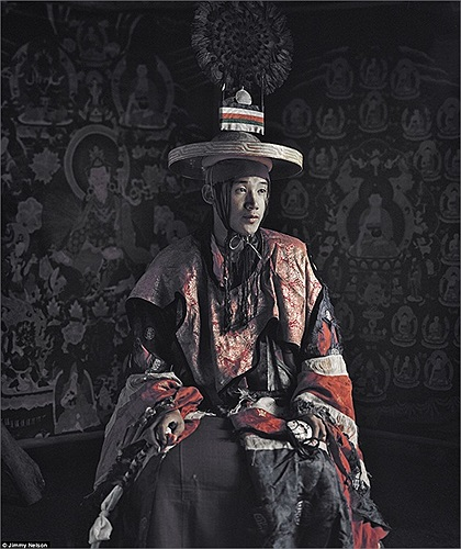 Lo, một bộ tộc sống trên các cao nguyên lộng gió của Tây Tạng, chủ yếu là ở phía bắc, vùng gần như hẻo lánh nhất thế giới