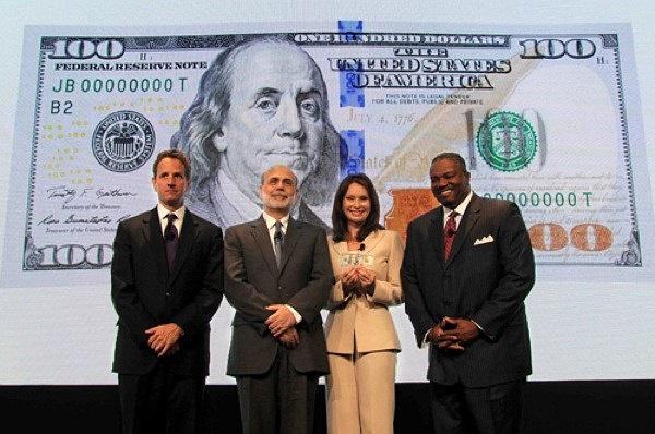 Đồng 100 USD mới được chính thức đưa ra lưu thông từ ngày hôm qua, 8/10/2013.