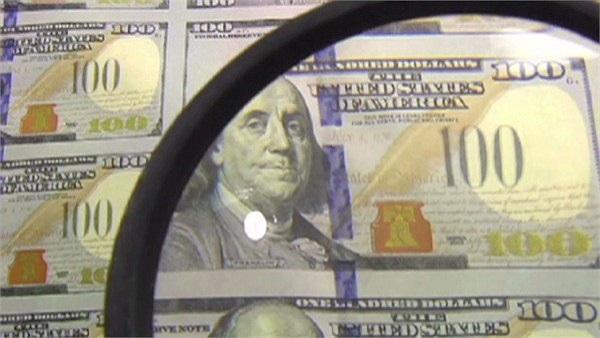 Hình ảnh Benjamin Franklin cũng sẽ giống như trên các đồng 100 USD hiện tại, song sẽ không bị bao quanh bởi hình bầu dục tối màu – một xu thế trên các đồng tiền mới của Mỹ.