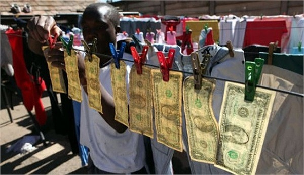Trên thực tế, đồng 100 USD là phổ biến thứ hai trong tất cả các đồng tiền của Mỹ, sau đồng 1 USD.