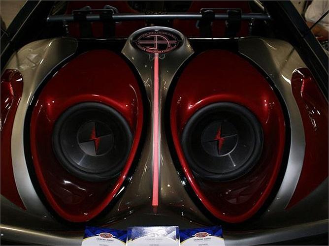 Vì thế, những tay chơi này đã chi hàng chục thậm chí hàng trăm ngàn USD để độ âm thanh cho xe.