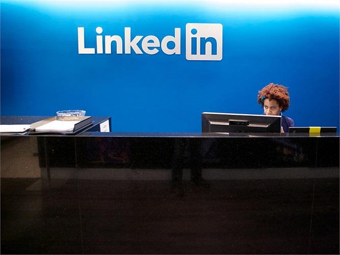 LinkedIn: Lương trung bình 136.427 USD/năm. Mạng tuyển dụng việc làm trực tuyến số 1 thế giới cũng rất chăm lo cho nhân viên của mình.