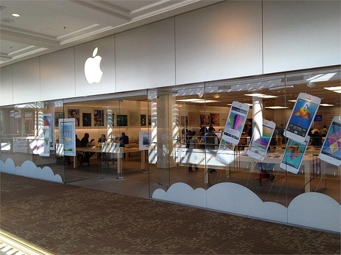 Apple: Lương trung bình 124.630 USD/năm. Mặc dù không phải là công ty công nghệ có mức lương cao nhất nhưng bất cứ ai được làm việc ở đây cũng coi đó là niềm tự hào không thể tính bằng tiền.