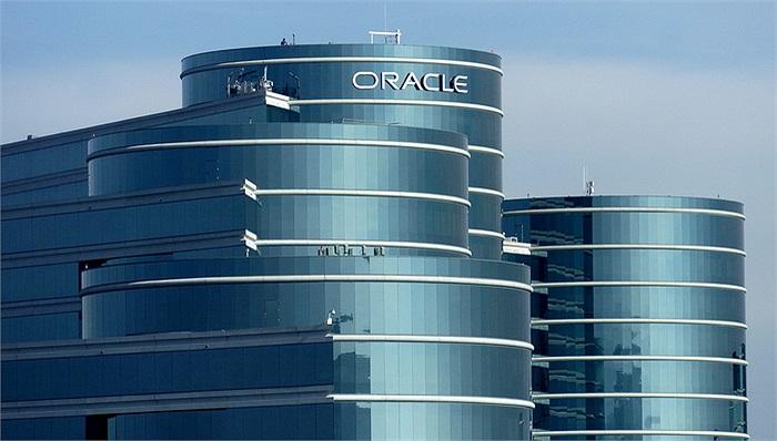 Oracle: Lương trung bình 122.905 USD/năm. Việc coi trọng kỹ sư phần mềm là điều rất dễ hiểu, bởi đây là công ty chuyên về các phần mềm quản trị cơ sở dữ liệu.