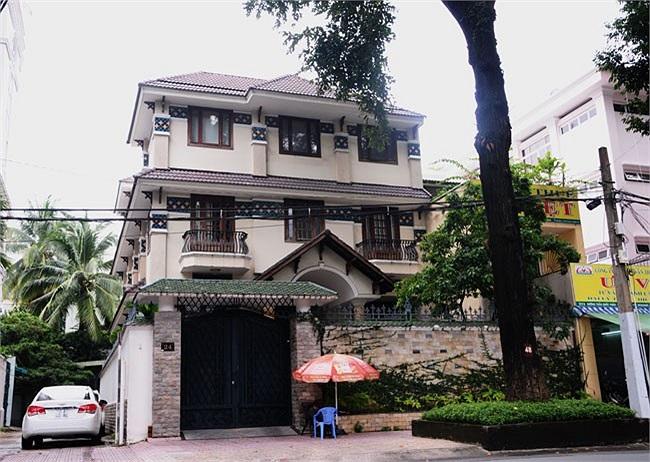 Trụ sở công ty Quốc Cường Gia Lai nằm trên đường Trần Quốc Thảo, P6, Q3, TP.HCM được xây dựng rất đẹp với 3 tầng. Giá trị quyền sử dụng đất của ngôi biệt thự này được định giá khoảng 43 tỷ và đã được sử dụng để thế chấp cho khoản vay trị giá 34 tỷ đồ