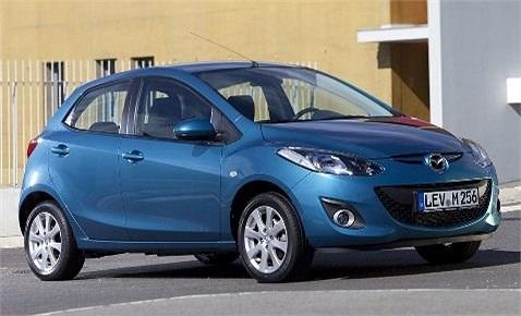 'Người anh em' của Mazda 3, chiếc Mazda 2 cũng có mức tiêu thụ xăng tương tự, ở 3,3 lít/100 km. Điều đặc biệt là xe không hề sử dụng công nghệ nén khí turbo hay bất kỳ một công nghệ hybrid nào. Con số đáng kinh ngạc này có được nhờ khối động cơ 1,3 l