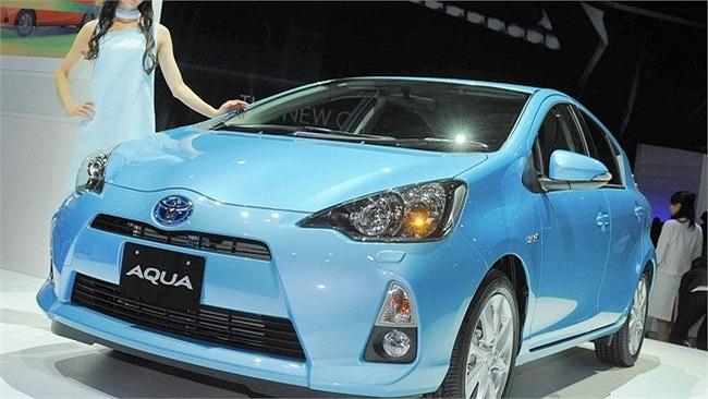 Trong phân khúc xe tiết kiệm xăng của hãng Toyota, dòng xe Toyota Aqua (hay Prius C) từng 'làm mưa làm gió' trên thị trường cũng được coi là xế hộp tiết kiệm xăng nhất với mức ngốn xăng chỉ 2.8 lít/100 km. Tại Nhật Bản, Toyota Aqua được bán với giá 1