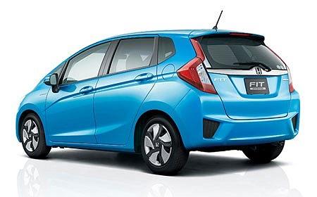 Hãng Honda cũng vừa công bố mẫu xe Fit Hybrid sử dụng động cơ lai giữa động cơ xăng và động cơ điện, là mẫu xe tiết kiệm nhiên liệu nhất của hãng này. Chiếc Fit thế hệ mới nhỏ gọn, khung thân nhẹ và chỉ tiêu thụ 1 lít xăng trên quãng đường 36 km. Xe