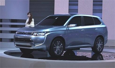 Mitsubishi concept PX-MiEV II trang bị động cơ xăng dung tích 2 lít và thêm 2 động cơ điện, đạt mức tiêu thụ 1,7 lít cho 100 km. Xe có chế độ vận hành tiếp kiệm, pin không những được nạp điện năng từ động cơ xăng, mà còn từ mạng điện lưới, hệ thống c