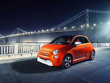 Fiat 500e được công bố tại Bắc Mỹ có mức tiêu thụ nhiên liệu chỉ 2,03 lít/100km đường hỗn hợp, đây là chiếc xe 4 bánh tiết kiệm nhiên liệu bậc nhất hiện nay. Còn trong nội thành và trên xa lộ, Fiat 500e tiêu thụ lần lượt là 1,93 lít/100km và 2,18 lí