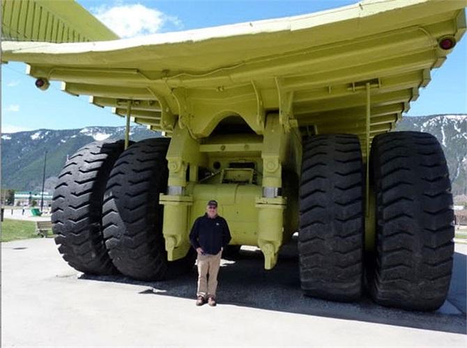 Phần lớn những mẫu xe xài lốp siêu khủng là xe tải cỡ cực lớn. Tuy nhiên, đôi khi những chiếc SUV thông thường cũng được độ lốp thửa.