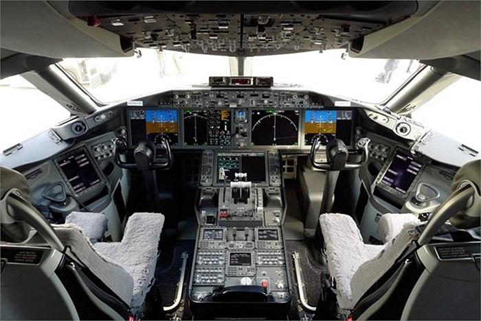 Theo trang web của Boeing, mức giá của một chiếc 787-9 đến năm 2013 là khoảng 248 triệu USD. Dự kiến, chiếc Boeing 787 đầu tiên sẽ được giao cho phía Việt Nam vào quý II/2015, số còn lại sẽ được nhập về trong các năm tiếp theo.
