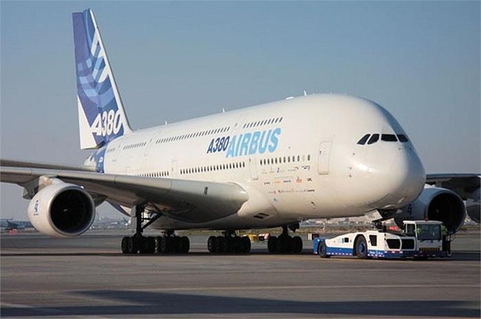 Nằm trong kế hoạch phát triển đội bay đến năm 2020, Vietnam Airlines dự định mua thêm cả siêu máy bay chở khách A380-800. Airbus A380 - còn được gọi là 'khách sạn bay 5 sao', được xem là máy bay chở khách lớn nhất và hiện đại nhất thế giới hiện nay