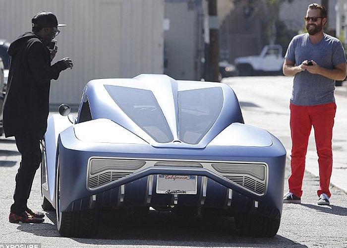 Tuy nhiên, dù rất nỗ lực nâng cấp làm đẹp, chiếc xe này trông vẫn rất cứng nhắc và có phần kỳ dị. Chiếc xe trước của Will iam cũng bị độ từ một chiếc DeLorean và vẫn rất xấu dù tiêu tốn tới 700.000 USD.