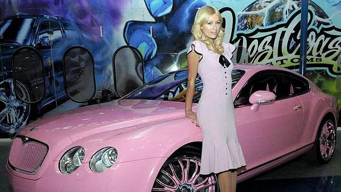 Chiếc Bentley Continental của người đẹp lắm thị phi Paris Hilton cũng là một trong những chiếc xe độ bị ném đá vì xấu.