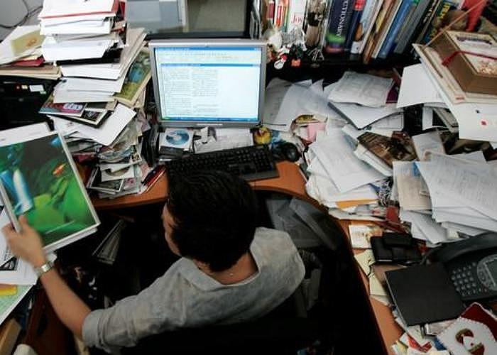 14. Thiếu ngăn nắp. Nơi làm việc lộn xộn, thiếu ngăn nắp sẽ cho thấy bạn là một nhân viên cẩu thả trong công việc.