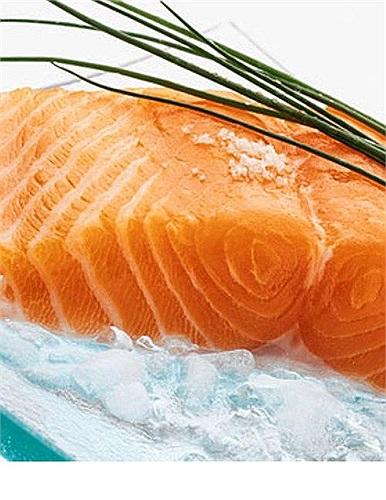 Nguồn protein có liên hệ với bộ não chính là cá - loại thực phẩm giàu axit béo omega 3, cần thiết cho sự phát triển và chức năng của não.