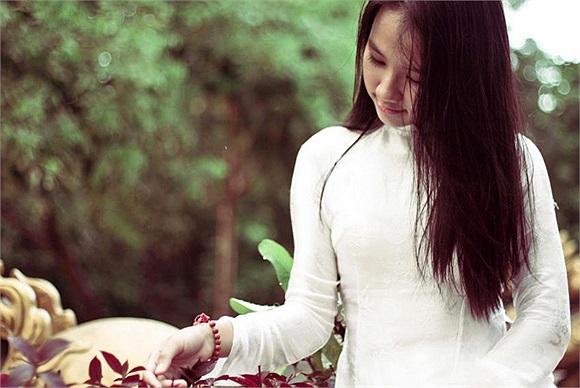 Khi còn học tại Việt Nam, Nhật Hà đạt được khá nhiều thành tích nổi bật như: Giải Nhì Olympic Tiếng Anh vùng đồng bằng Bắc Trung bộ và duyên hải miền Trung, giải Nhì học sinh giỏi tỉnh môn tiếng Anh, giải Khuyến khích HSG quốc gia môn tiếng Anh