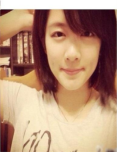 Với khuôn mặt ưa nhìn, Chenhao Yu, nữ sinh 21 tuổi của Trường Đại học Công nghệ Xiamen (tỉnh Phúc Kiến, Trung Quốc) đang gây sốt dân mạng.