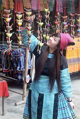 Cô cho biết mình sinh ra và lớn lên ở Tuyên Quang nhưng không phải là người dân tộc H'Mông. Trong chuyến đi thực tế do trường tổ chức, Ánh và các bạn đã có dịp hóa thân thành con gái H'Mông.