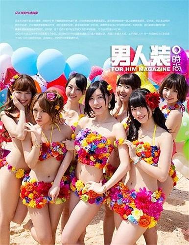 7 trong số các thành viên của nhóm khoe cơ thể nóng bỏng trên bìa tạp chí.