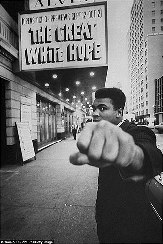 Là một người yêu chuộng hòa bình, Muhammad Ali đã sớm nhận ra sự phi nghĩa từ cuộc chiến mà Mỹ thực hiện ở Việt Nam.