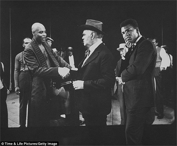 'Tại sao tôi phải đi 10 ngàn dặm để thả bom lên đầu những người Việt Nam vô tội' là một trong những câu nói nổi tiếng của Muhammad Ali.