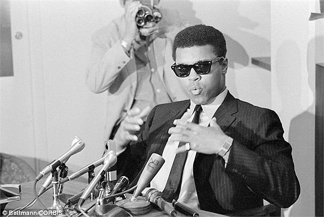 Ngay cả khi các cuộc biểu tình chống chiến tranh vẫn chưa lan rộng ông cũng đã dùng cụm từ 'Chiến tranh Việt Nam' để nói rõ sự phản đối của mình và tuyên truyền cho thế hệ trẻ.