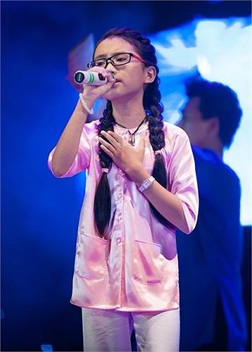 Bỗng chốc thành sao sau khi bước ra khỏi The Voice Kids mùa đầu tiên, Phương Mỹ Chi trở thành hiện tượng trong showbiz.