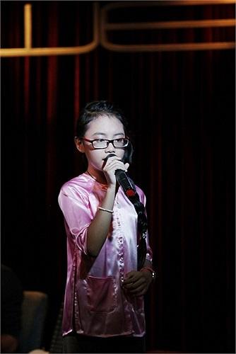 Mới đây, fans hâm mộ của Phương Mỹ Chi còn tích cực 'ném đá' một cô bé 11 tuổi khác vì cho rằng cô bé kia là bản sao của Phương Mỹ Chi.