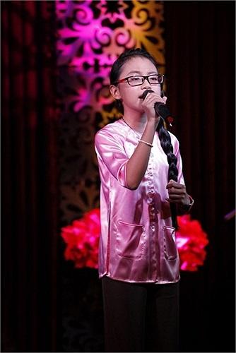 Gia đình Phương Mỹ Chi gặp nhiều chỉ trích vì để cô bé dở dang việc học hành, lao vào kiếm tiền quá sớm.