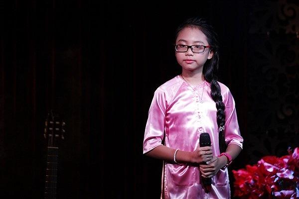 Không chỉ chạy show đi hát, Phương Mỹ Chi còn nhận lời đóng phim. Việc này ít nhiều ảnh hưởng tới việc học của cô bé. Thêm lần nữa ồn ào về việc chạy show của Mỹ Chi lại lên báo.
