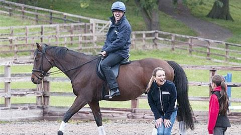 Owen tập làm nài ngựa. Ngoài trang trại ngựa đua, Owen còn nhiều bất động sản sinh lời khác.