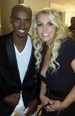 Britney và nhà vô địch điền kinh của Anh Mo Farah tại show diễn của Alan Carr