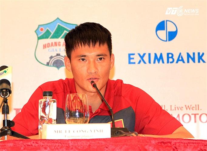 Lý do được tiết lộ là Công Vinh đang gặp chấn thương ở Nhật Bản, đồng thời lịch thi đấu của CLB Sapporo tạo ra những bất lợi lớn nếu anh trở về khoác áo ĐT Việt Nam.