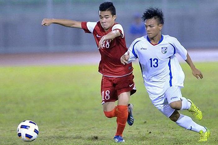Tiền vệ Thanh Tùng sử dụng mẫu giày Adidas Adizero F50 màu xanh