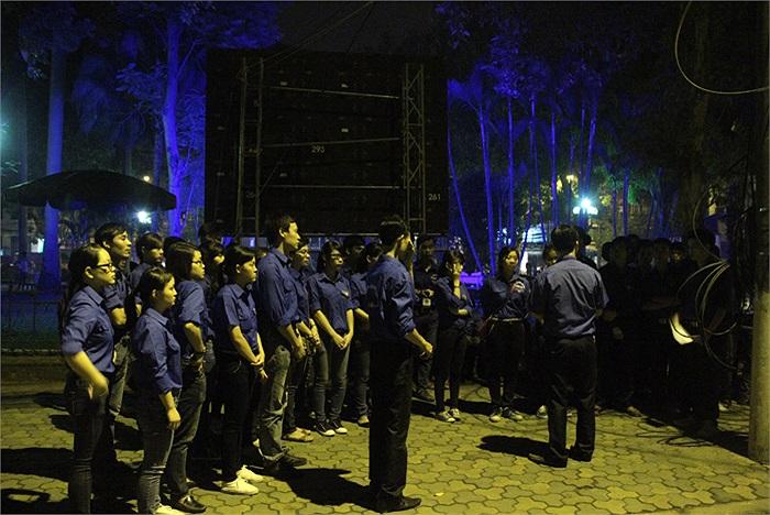 Nhiều sinh viên tình nguyện đều có chung chia sẻ rằng được tham gia vào sự kiện phục vụ lễ tang Đại tướng Võ Nguyên Giáp là một vinh hạnh lớn
