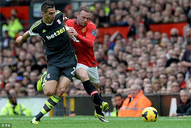 Pha tranh chấp giữa Wayne Rooney và Geoff Cameron.