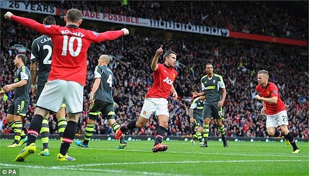 MU sau đó phải thi đấu rất nỗ lực mới có được bàn gỡ hòa ở phút 43. Rooney là người đánh đầu sau đường tạt bóng của Nani buộc thủ thành Begovic phải đấm bóng và Van Persie lao vào đá bồi.