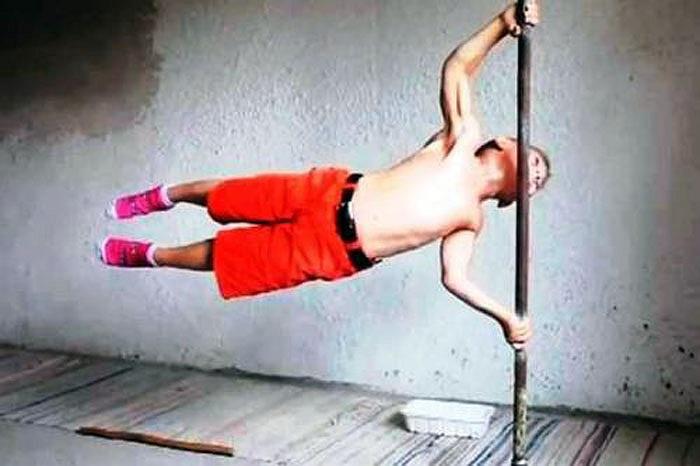 2 anh em có thể thực hiện được nhiều động tác khó, đặc biệt ấn tượng nhất là màn giữ cơ thể thăng bằng vuông góc 90 độ trên cột dựng đứng của cậu anh lớn Giuliano