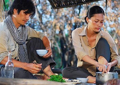 Dustin Nguyễn vào vai người bố trầm tính đặc trưng của miền tây.