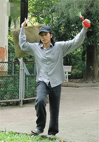 Tết vừa rồi, Hoài Linh lại hóa thân thành ông Cảnh, trong phim Nhà có 5 nàng tiên.