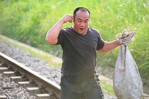 Hiếu Hiền cũng có diễn xuất ấn tượng nhằm tung hứng cho Kim Thư trongHello cô Ba đến anh chàng quê khờ trong Hotbot nổi loạn.
