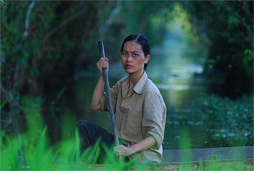 Đỗ Hải Yến trong một cảnh quay Cánh đồng bất tận. Cô có diễn xuất khá tuyệt vời khi vào vai một người đàn bà có số phận đa đoan.