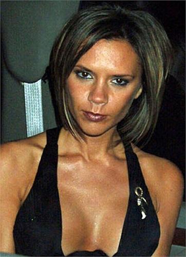 Phu nhân của David Beckham đã từng nâng cỡ ngực của cô lên thành 34DD